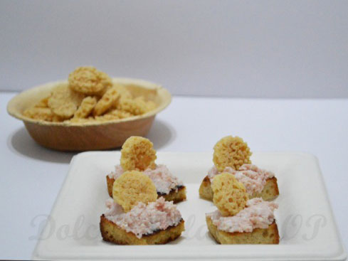 Crostini con mousse di mortadella